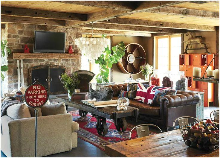 Грубые деревянные балки на потолке отлично сочетаются с интерьером в смешанном стиле
