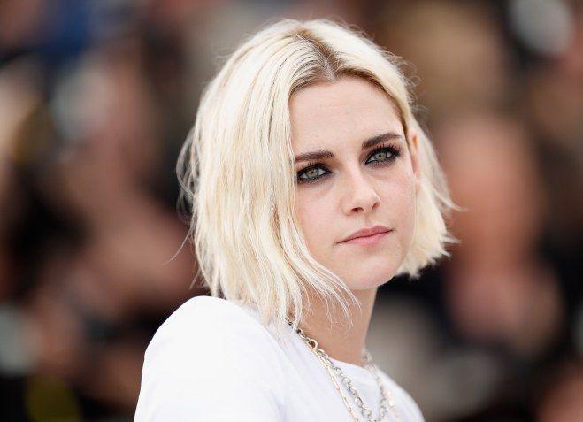 Il biondo platino, tra i colori di capelli di tendenza del 2017, è amatissimo dalle star di tutto il mondo. Una di queste è Kristen Stewart...