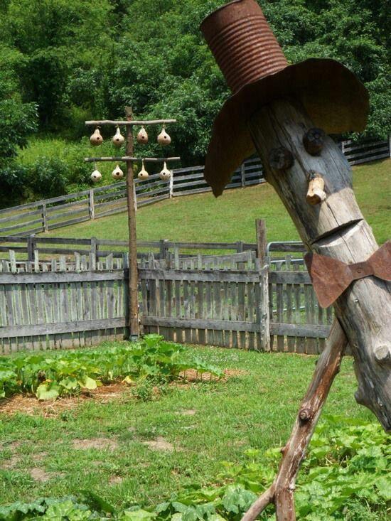 Best 20 scarecrow garden ideas on pinterest scarecrow for Garden fence posts ideas