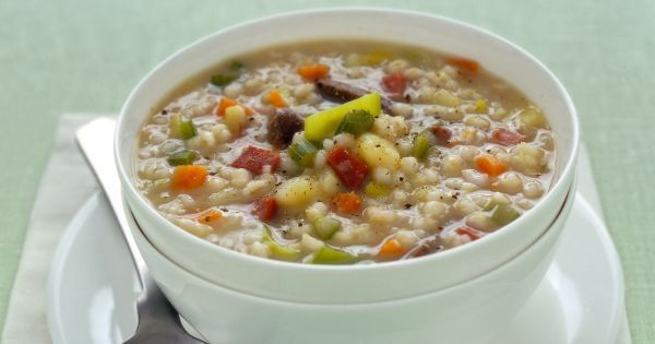 Cereale depurativo e drenante, l'orzo dà il suo meglio come protagonista di minestre, vellutate e zuppe: ecco come cucinarlo in tante ricette originali.