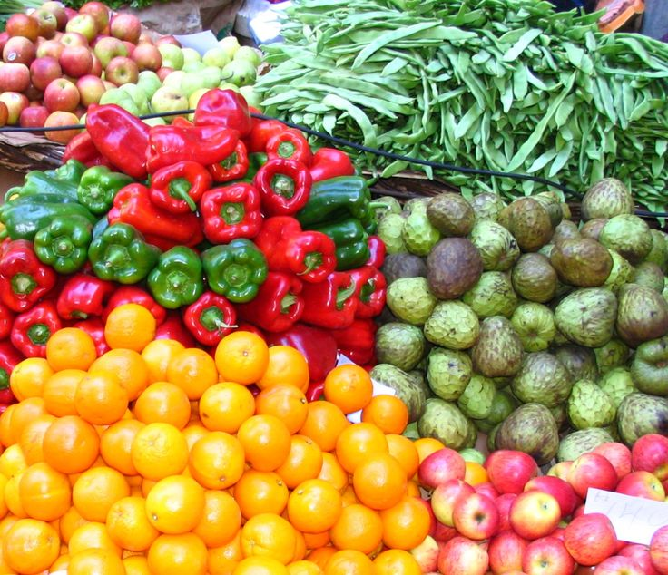 Gli italiani mangiano più frutta e verdura che carne