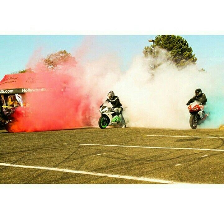 Sponsored Rider @samoan_bruce_wcc and team WCC Connection Killing the smokebombs for a red white and blue burnout #merica #smokebomb #shinko #zeusarmor #dowork #yamaha #r6s #stunt #subframe #scrapebar #subcage