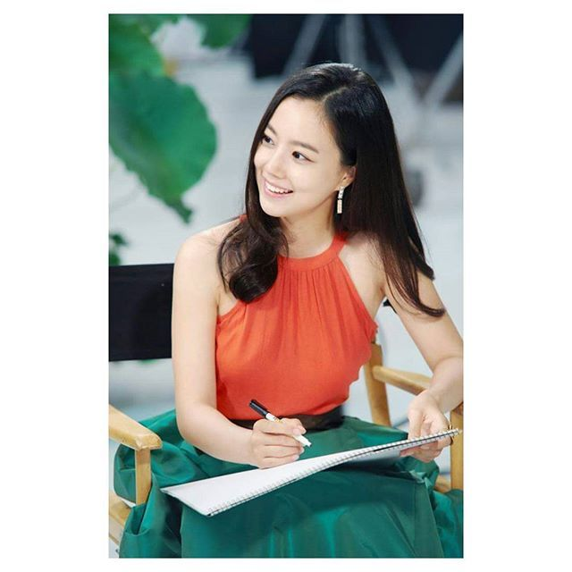 와, 예뻐! (wa, yeppeo!) Wow, so pretty! 😍  pic credit to right owner✌  #moonchaewon #bbong #goddesschaewon #imisschaewon