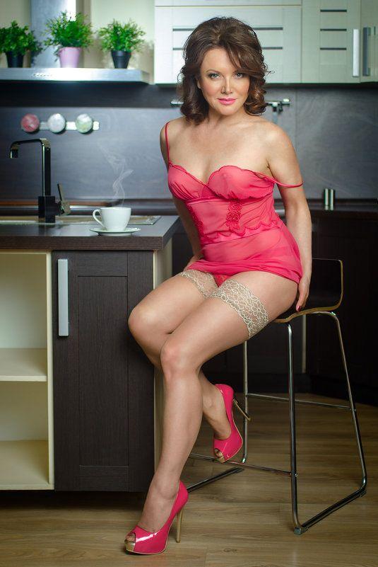 kitchen, girl, pink, body, sitting