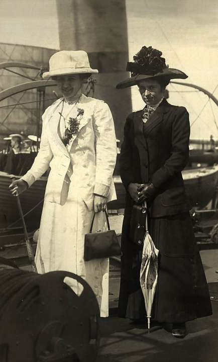 """Baroness Sophia Buxhoeveden (right) and Countess Evgenia Voeikov (the eldest daughter of the Minister of the Imperial Court Count VB Fredericks), maid of honor of the Empress Alexandra Feodorovna. The destroyer """"Moskvityanin"""" 1912 _BM"""