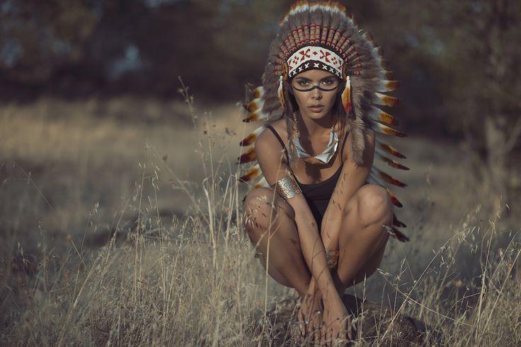 Native American Women - Guardians Of Culture, Belief & Traditions – Indian Headdress - Novum Crafts
