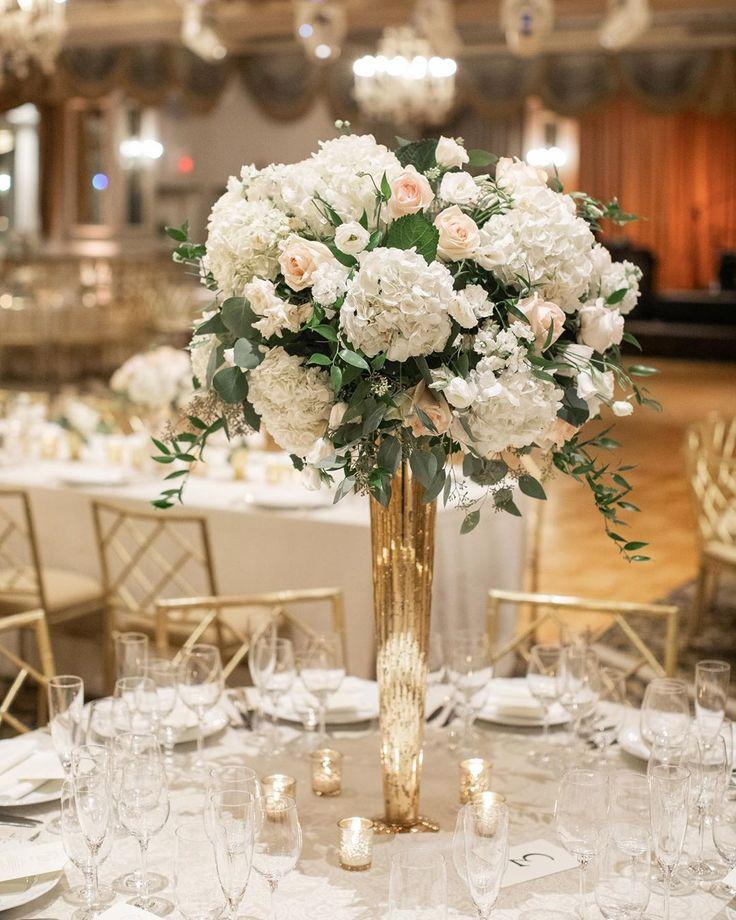 """Bride & Blossom auf Instagram: """"Ein blühendes, rundes Herzstück aus Hortensien, …   – White Wedding Decor"""