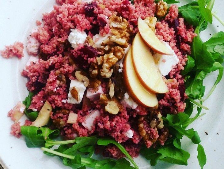 Dit gerecht is heerlijk voor het herfstseizoen met nootachtige, zoete maar ook aardse smaken. Je kunt het heerlijk eten als avondeten maar ook ideaal als lunch, omdat je het in principe koud kunt eten. Het kost weinig tijd dus ook nog eens lekker makkelijk als je geen zin en tijd hebt om uitgebreid te koken.