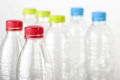 Come pulire le bottiglie   Che siano in plastica o in vetro, le bottiglie sono sempre difficili da pulire. Come rimediare? Titty & Flavia hanno la soluzione