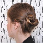Un joli tuto facile et rapide à réaliser pour cheveux carrés à mi-longs !