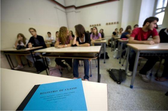 Le domande per avere l'insegnante dedicato sono in aumento: dalle 459 del 2012 alle 710 di oggi. Il provveditore: «Bene, è la scuola dell'inclusione». Boom alle superiori, ma solo nei professionali
