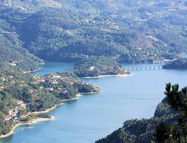 A Barragem da Caniçada, Gerês PORTUGAL