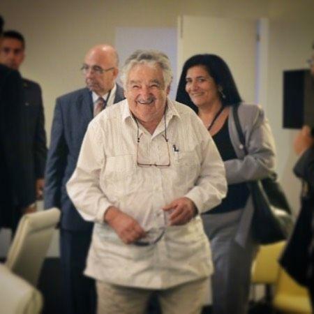O ex-presidente do Uruguai José Mujica estará em Curitiba no próximo dia 27 (quarta-feira) para um evento sobre democracia na América Latina. O encontro está marcado para a sede da APP sindicato dos professores estaduais do Paraná na Avenida Iguaçu. Mujica que atualmente é senador virou um ícone da esquerda no continente por seu mandato e por seu desprendimento. Mesmo depois de virar presidente ele continuou dirigindo seu velho Fusca andando de sandálias e recusando qualquer regalia. Foi…