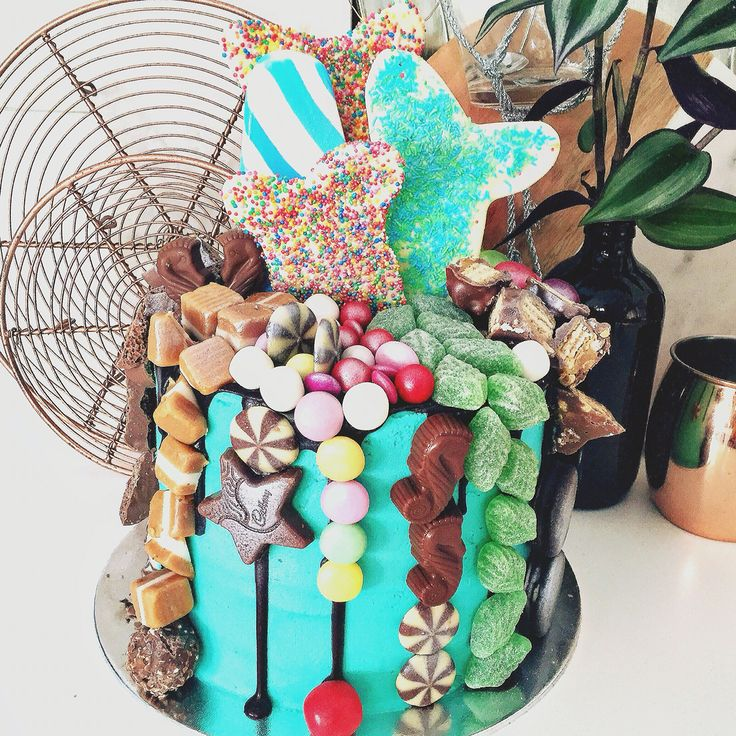 This cake was created for a mermaid lover