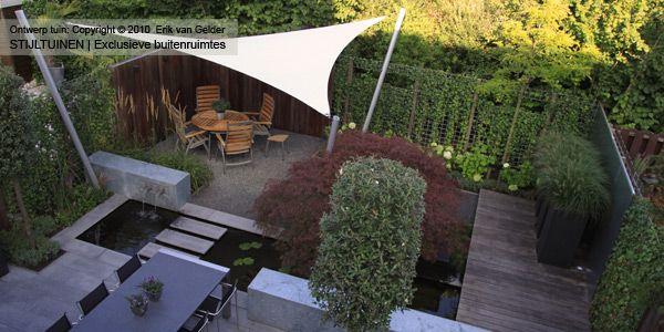 hovenier-hoveniersbedrijf-maakt-moderne-achter-tuin-met-schaduwterras-zitje-koi-vijver-en-japanse-esdoorn-hardhouten-schuttingen-bolhortensia's-tuin-ideeen-quercus-ilex-steeneik.jpg