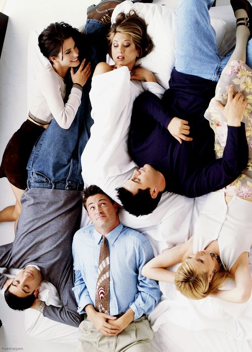 Aweh, they're so cute. I love friends so much ^-^