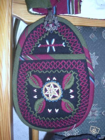 Laihian kansallispuvun irtotasku. Loose pocket/Bag of Laihia's folk costume. Finland.