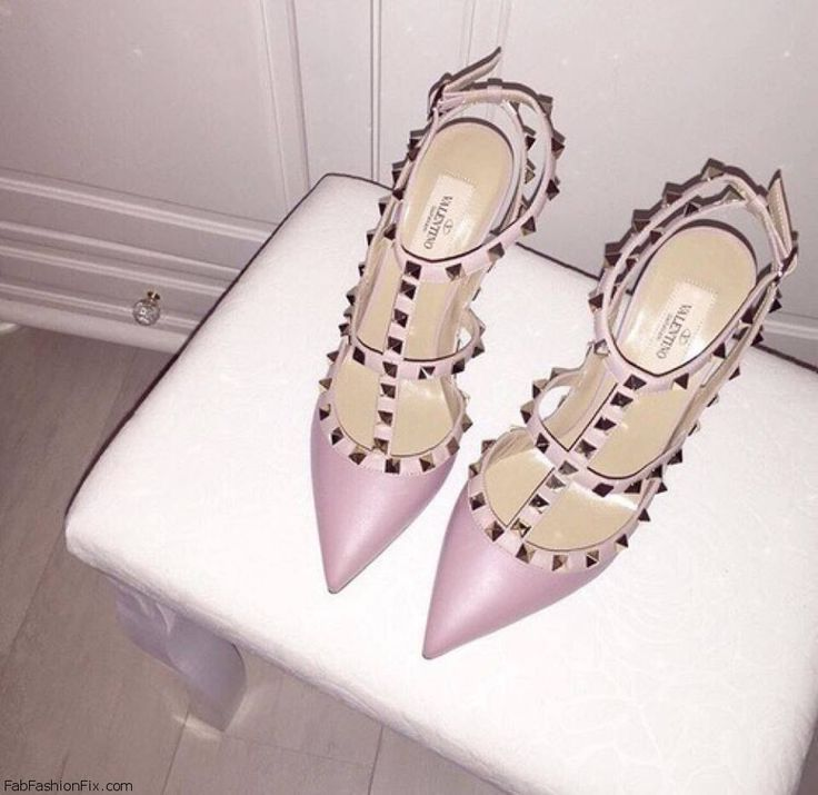 "The hottest shoes of the year - Valentino ""Rockstud"" pumps. #shoeporn #pink #valentino"