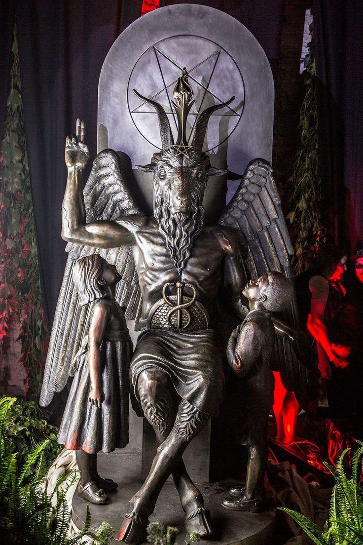 Fuimos a la revelación secreta de la estatua de Bafomet en el Templo Satánico | VICE | México