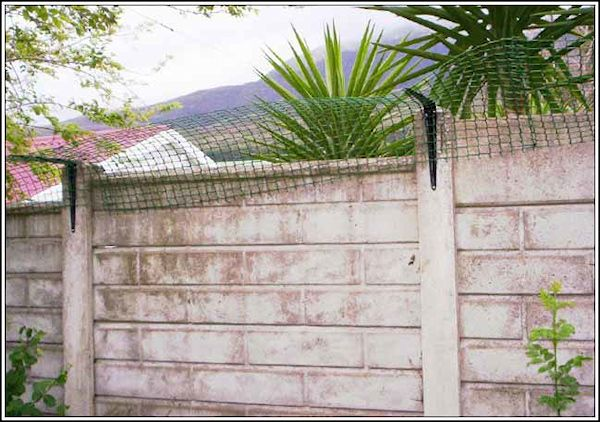 Easy cat proof fence