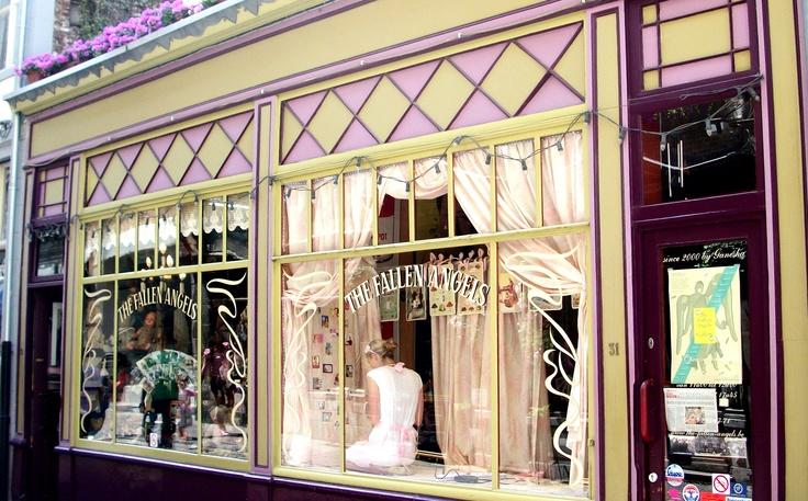 10 beste afbeeldingen van shops too visit winkel for Interieur winkel antwerpen