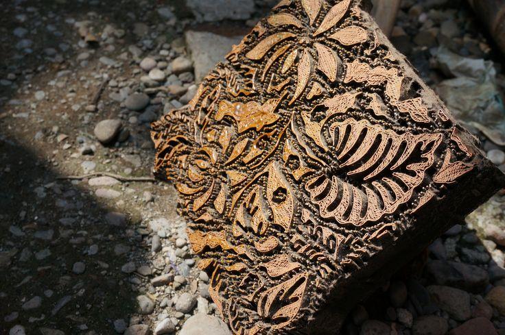 Batik Cap adalah salah satu jenis hasil proses produksi batik yang menggunakan canting cap. Canting cap yang dimaksud di sini mirip seperti stempel, hanya bahannya terbuat dari tembaga dan dimensinya lebih besar, rata-rata berukuran 20cm X 20cm. Cara pemakaiannya hanya dicap atau distempel saja pada kain yang sudah disiapkan. #sanubaribatik #batik #stempel #alatmembatik