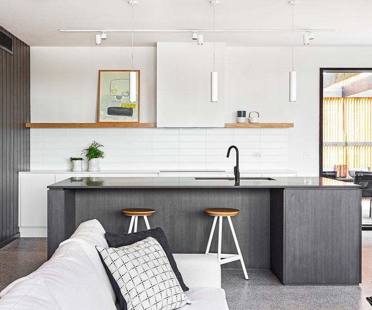 Minimalist in its decor, this hardwearing kitchen is the ideal fit for a beachside home.