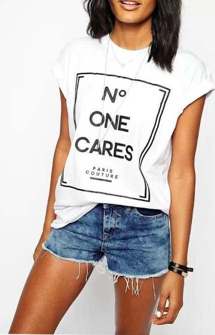 Cute T-shirt with short sleeve and letters print.