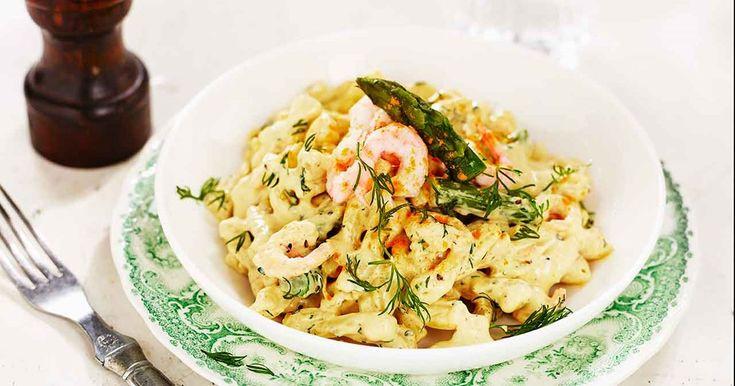 Snabb och enkel currypasta med räkor och sparris. Med vår färskost som bas blir pastasåsen riktigt krämig och god.