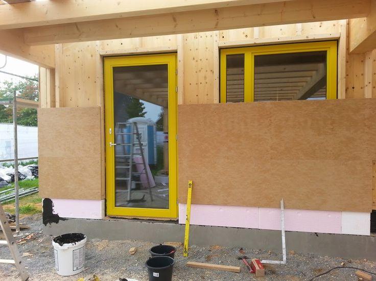 MCB Holzhausbau - Holzfaserdämmung an die Außenwand. In die Hohlräume wird von uns Holzfaser eingeblasen. Bauplanung gerne mit unserem Holzhaus Architekten Team - http://www.zimmerei-massivholzbau.de