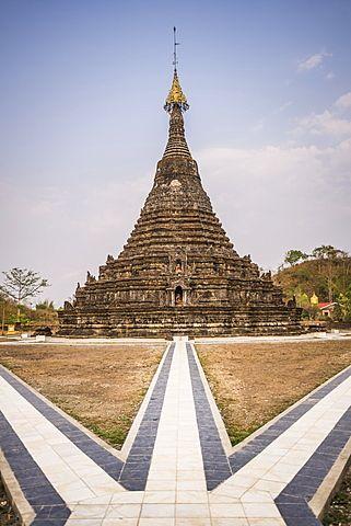 Buddhist temple ruins in Mrauk U, Rakhine State, Myanmar (Burma), Asia