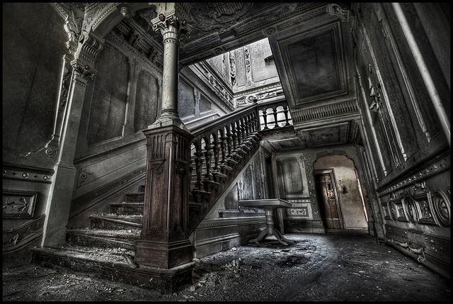 abandoned mansion old houses houses i love pinterest. Black Bedroom Furniture Sets. Home Design Ideas