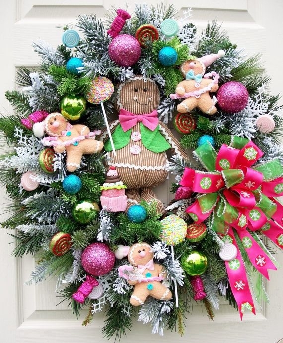 Timeless Christmas Gingerbread Wreath: cute for kitchen Christmas decor
