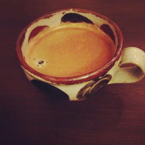 益子焼のカップでいただくコーヒーはなかなかおつです。