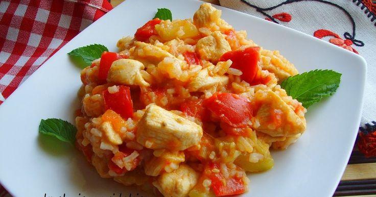 Piersi z kurczaka duszone z cukinią, papryką i pomidorami Risotto z kurczakiem i duszonymi warzywami