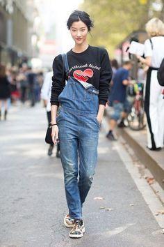 Как носить женский джинсовый комбинезон: 62 фото