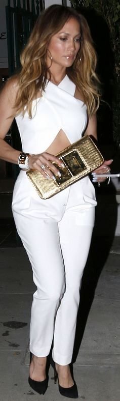 Who made  Jennifer Lopez�s white studded bracelet, gold clutch handbag, and black suede pumps that she wore on October 9, 2014