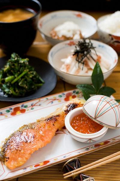 Japanese Home Dinner (Saikyo Yaki Miso-marinated Salmon, Ikura, Spinach Gomaae, Yamaimo Yam Salad, Rice and Miso Soup)|鮭の西京焼き