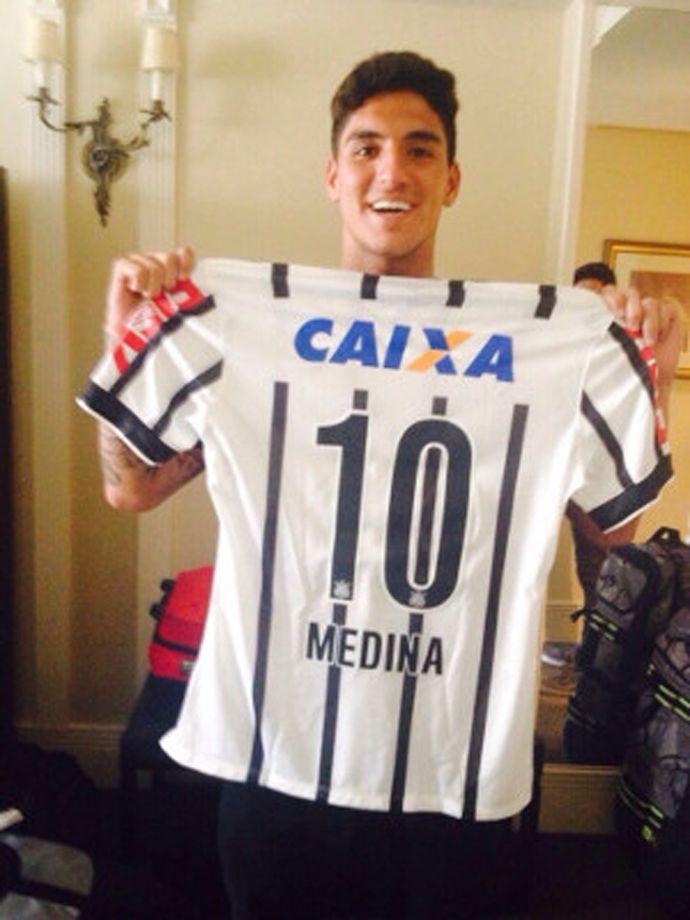 *-* Gabriel Medina recebe a camisa 10 do Corinthians (❤) com seu nome nas costas