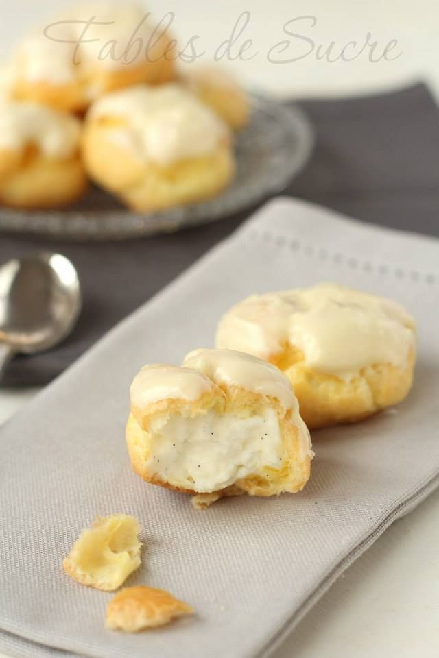 Bigne con crema chantilly, un classico della pasticceria. La pasta choux è neutra potrete usarla sia per preparazioni salate che dolci, come in questo caso.
