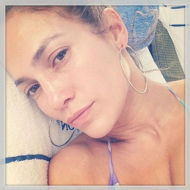 On s'inspire des people. J-Lo, Megan Fox, Gwyneth Paltrow, les stars posent en vacances et sans fard. On pique leurs astuces pour des photos au naturel !     Focus : J-Lo, no make-up, natural beauty, beauté naturelle, sans maquillage, selfie, beauté