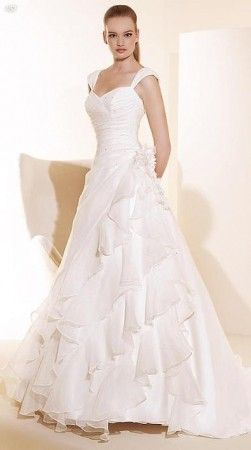 Svadobné šaty biele s rozšírenými ramienkami celé