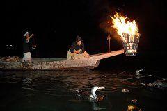 山口県岩国市の錦帯橋では伝統漁法のう飼が始まっています ライトアップされた錦帯橋をバックにう飼の篝火が点る光景は幻想的でもありますね 鵜飼は遊覧船に乗って見ることができるので一見の価値ありですよ 8月9日にはゆかたDAYといって浴衣で行くと特別料金で乗船できるからこの日に併せて訪れるといいですね  #山口 #観光 #イベント #錦帯橋 #岩国市 tags[山口県]