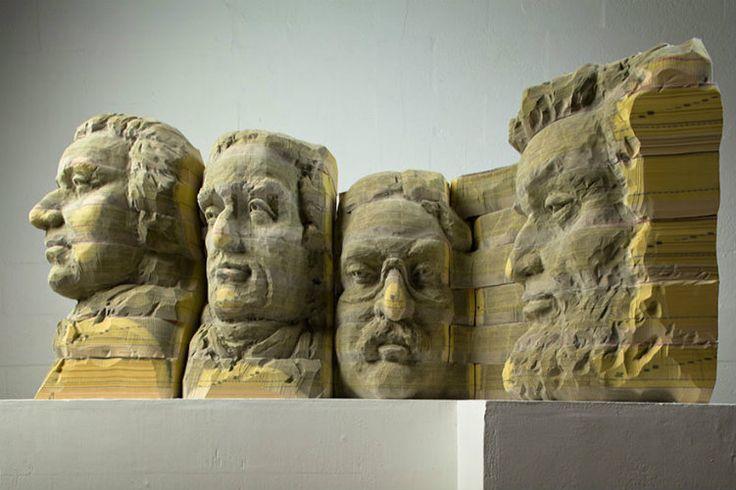 Ecco le sculture che alcuni artisti hanno creato dalle pagine di vecchi libri destinati al macero. Un riciclo straordinario. @amantilibri #libri #sculture