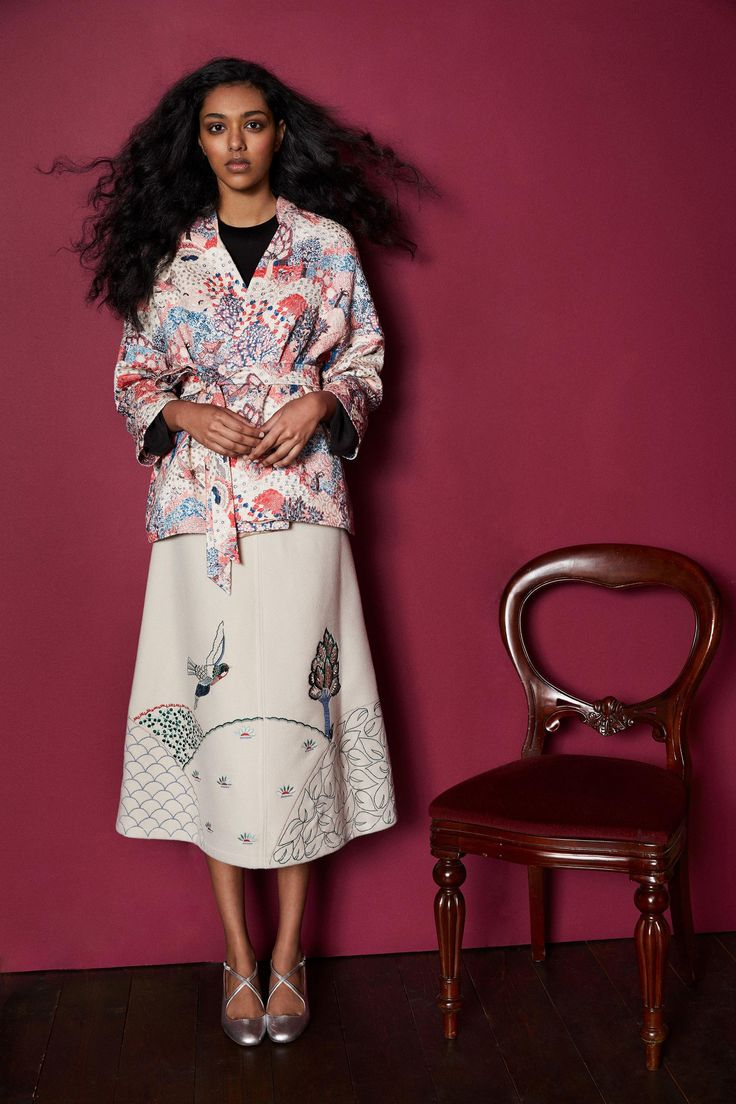 The complete Vilshenko Pre-Fall 2018 fashion show now on Vogue Runway.