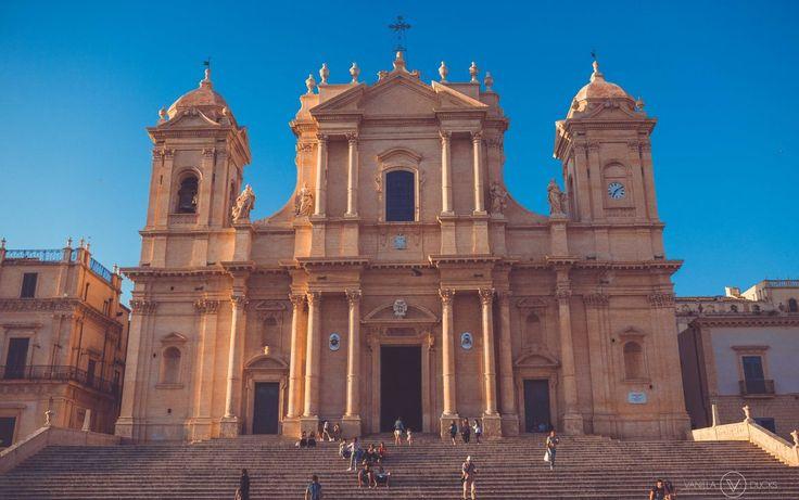 Coucher de soleil sur l'église à Noto, en Sicile // Sunset upon the church in Noto, Sicily