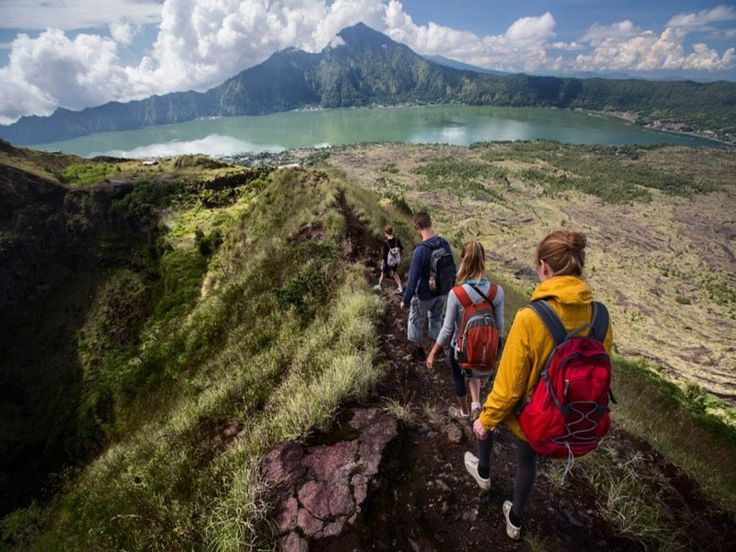 Trekking in Bali.We will wake you up very early in the morning at 01.30, and our driver will take you to the bottom of Batur mountain. After arrived in last parking, we will make a registration and ge - - YukmariGO.com