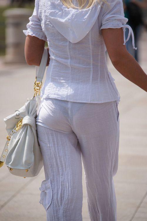 плечи фото девушек в просвачивающихся штанах видны трусики мешает немного расслабиться