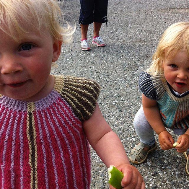 ❤ De fineste fine, de kuleste kule og de tøffeste tøffe - Ingvild og Siri! 🎈👭🎈 De har fanget mitt ❤ / Ingvild and Siri- the coolest 👭 I know. And my biggest inspiration. They have conquered my ❤  #instastrikk #instaknit  #strikktilbarn #oneofakind #norwegiandesign #norskdesign #håndlaget #handmade #knit #knitdesign #knitforkids #knitting #strikkedesign #svingekjole #alpakkaull #knitinwool #wool #designstrikk #DIY #medkjærlighetpåpinne #knittinglove #knitaddict #igknit #igstrikk…