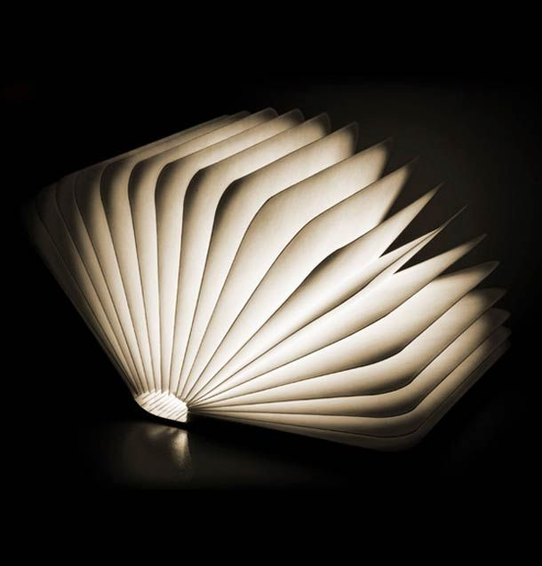 Lumio un design de lampe qui se d plie comme un livre for Table qui se deplie